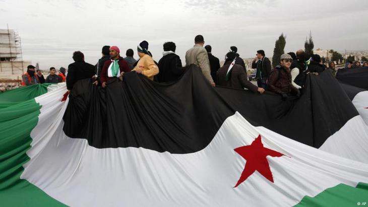 Säkulare Assad-Gegner demonstrieren im Jahr 2012 vor der syrischen Botschaft in Amman; Foto: AP