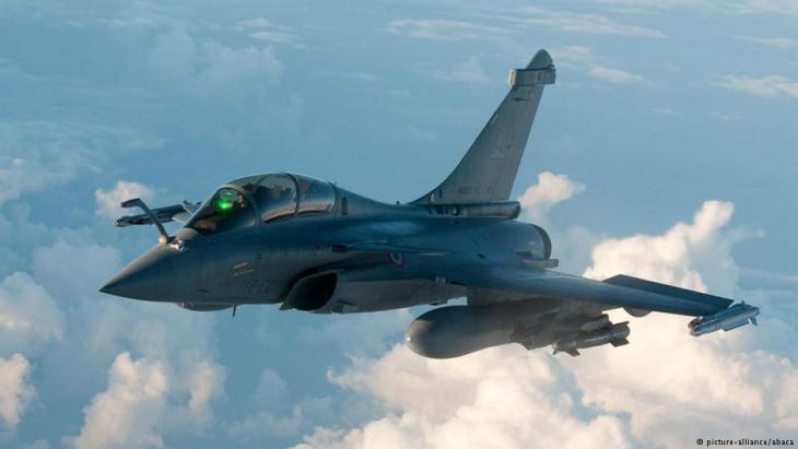 Französischer Rafale-Kampfjet über Libyen; Foto. picture-alliance/abaca