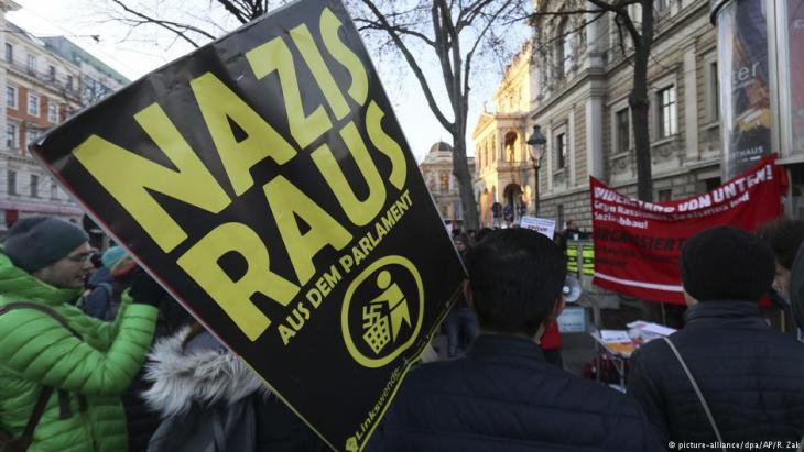 Proteste gegen rechts-konservative Regierung in Wien; Foto: picture-alliance/dpa
