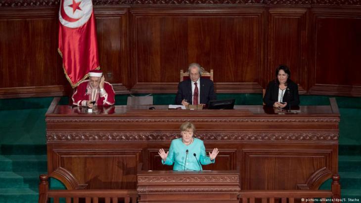 Rede Angela Merkels im tunesischen Parlament; Foto: picture-alliance/dpa