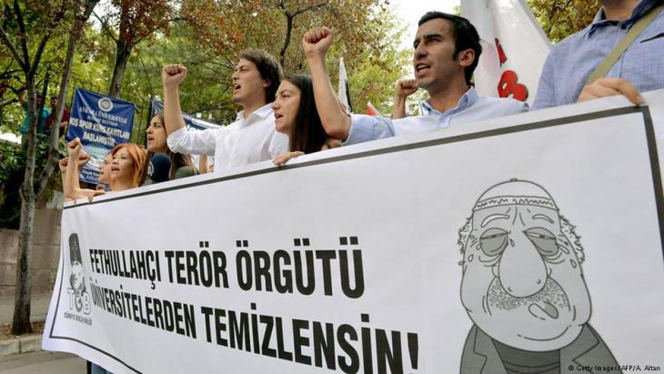 Proteste von AKP-Anhängern gegen die Gülen-Bewegung im Juli 2016 in Ankara; Foto: DEM ALTAN/AFP/Getty Images