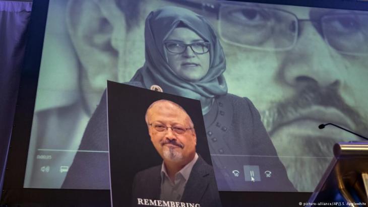 Hatice Cengiz, Verlobte des ermordeten Jamal Khashoggi, während einer Gedenkveranstaltung für den ermordeten Journalisten in Washington; Foto: picture-alliance/AP
