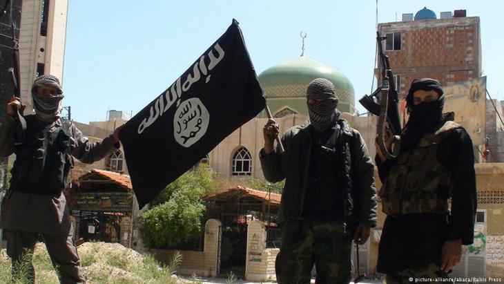 IS-Kämpfer posieren im Frühjahr 2015 in einem Vorort der syrischen Hauptstadt Damaskus; Foto: dpa/picture-alliance