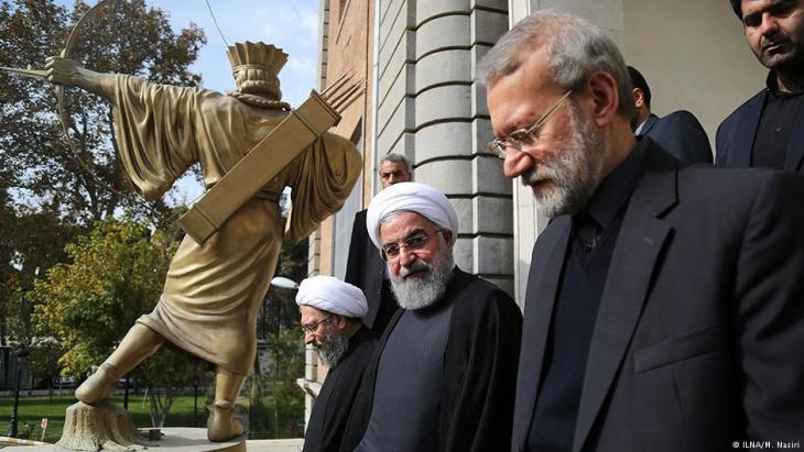 Oberster Verteidiger des islamischen Rechts im Iran: Justizchef Sadegh Laridschani (rechts) neben Präsident Hassan Rohani; Foto: ILNA