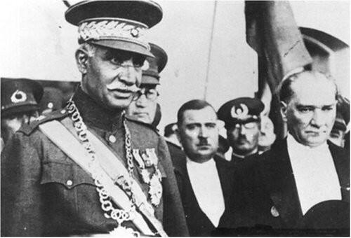 Reza Schah zum Staatsbesuch bei Mustafa Kemal in der Türkei; Foto: Wikipedia