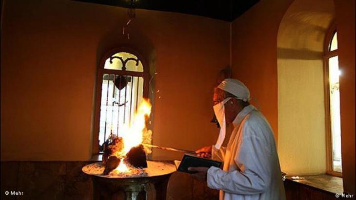 """Religiöse Zeremonie der Zarathustrier """"Gohanbar Khani"""" im Iran; Quelle: Mehr"""
