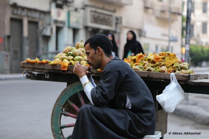 Street trader in Cairo (photo: Abbas Alkhashali)