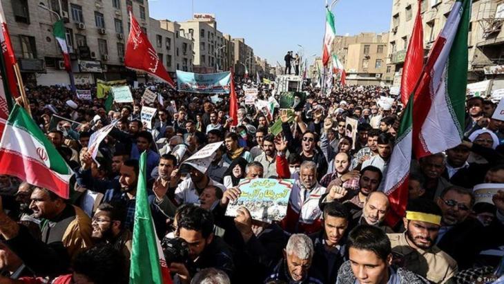 Regime-Anhänger demonstrieren für Revolutionsführer Khamenei; Foto: