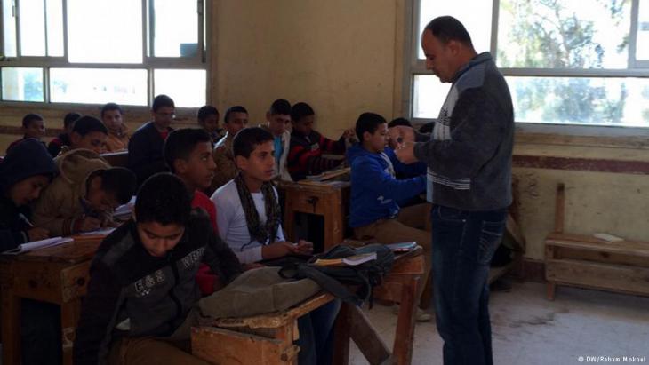 Schüler in einer Klasse im ägyptischen Regierungsbezirk Sharqiya; Foto: DW/Reham Mokbel