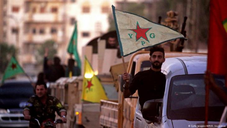 Syrien YPG Kämpfer in Qamishli; Foto: Getty Images/AFP/D. Souleiman