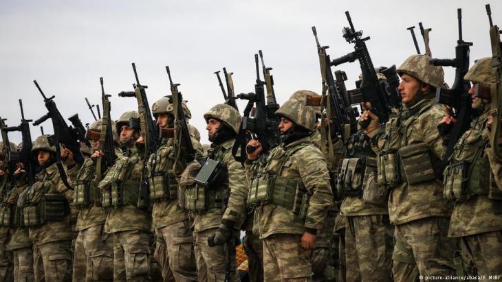 Türkische Armee-Einheiten in Hatay vor ihrem Einsatz an der türkisch-syrischen Grenze; Foto: picture-alliance/abaca/B. Milli