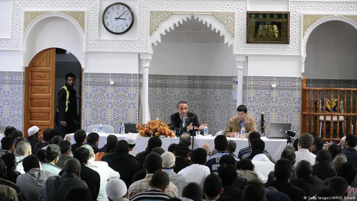 Tariq Ramadan spricht in einer Moschee in Nantes; Foto: AFP/Getty Images