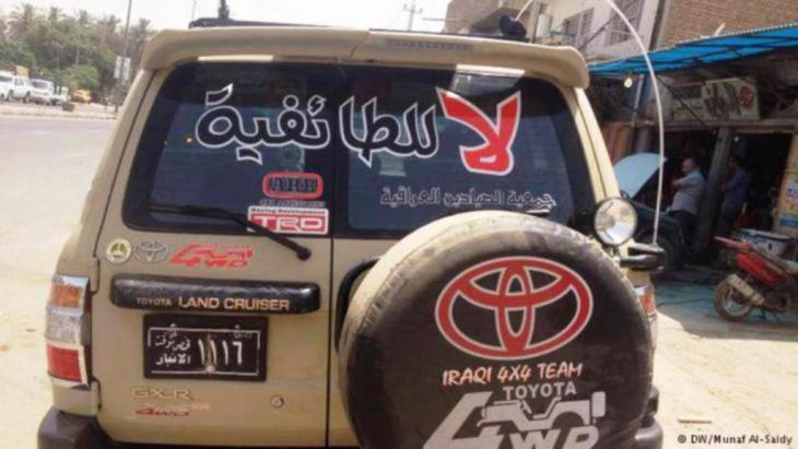 """PKW im Irak mit der Aufschrift """"Nein zur konfessionellen Spaltung""""; Foto: DW"""