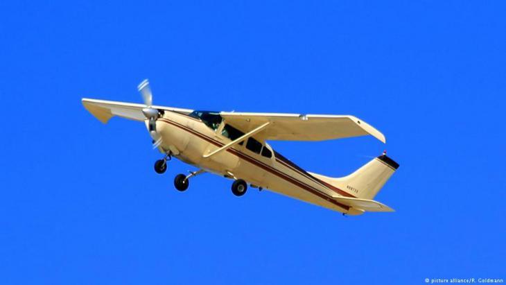 Kleinflugzeug vom Typ Cessna; Foto: picture alliance/R. Goldmann