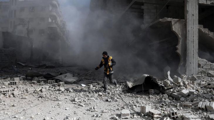 Mitarbeiter der Weißhelme im kriegszerstörten Ost-Ghuta am 23. Februar 2018; Foto: AFP/Getty Images