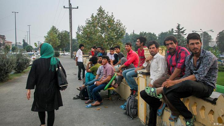 Arbeitslose Iraner warten auf Gelegenheitsjobs; Foto: Mizan