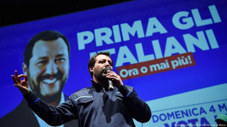 Matteo Salvini von der rechtspopulistischen Lega bei einer Wahlkampfrede in Turin; Foto: AP/picture-alliance