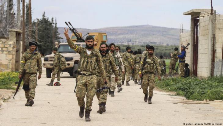 Kämpfer der FSA beim Vormarsch auf Afrin; Foto: picture-alliance