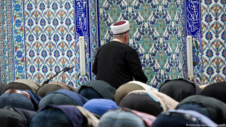 Muslime beim Gebet in einer Ditib-Moschee in Stuttgart; Foto: picture-alliance/dpa