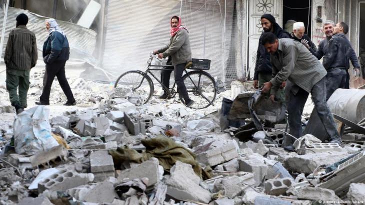 Zerstörungen in den Straßen von Ost-Ghuta; Foto: picture-alliance/abaca