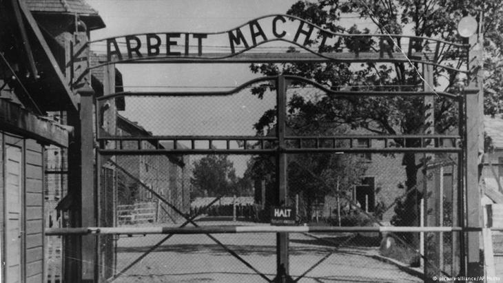 Eingangd es Konzentrationslagers Auschwitz; Quelle: picture-alliance/AP