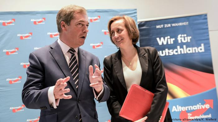 AFD-Pressekonferenz mit Beatrix von Storch und UKIP-Chef Nigel Farage in Berlin; Foto: picture-alliance/dpa