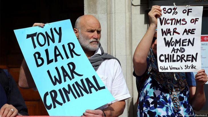 Demonstranten fordern am 29. Januar 2015 in London, Tony Blair wegen der Beteiligung Großbritanniens am Irakkrieg unter seiner Führung vor das Kriegsverbrechertribunal in Den Haag zu stellen; Foto: Peter Macdiarmid/Getty Images