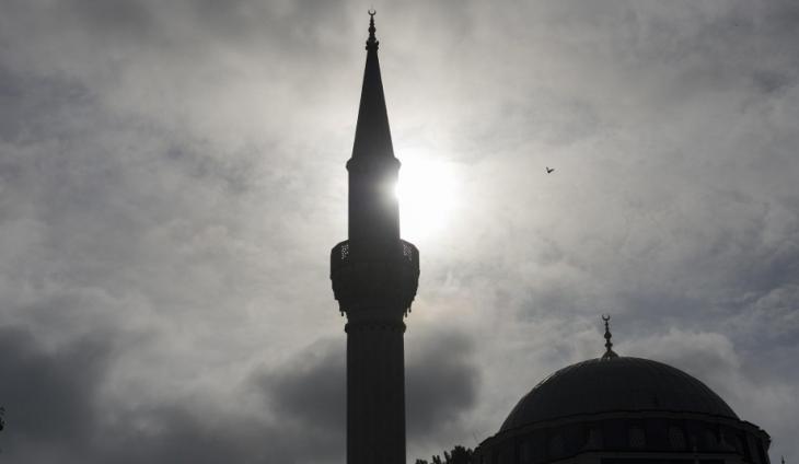 Minarett und Kuppel einer Moschee in Berlin; Foto: Archivbild/Paul Zinken/dpa