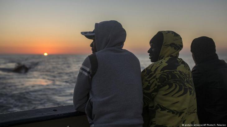 Aufgegriffene afrikanische Flüchtlinge in Libyen; Foto: picture-alliance/AP