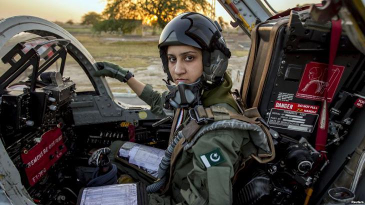 Pakistanische Kampfpilotin im Einsatz; Foto: Reuters