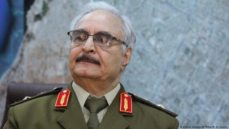 General Khalifa Haftar; Foto: picture-alliance/AP