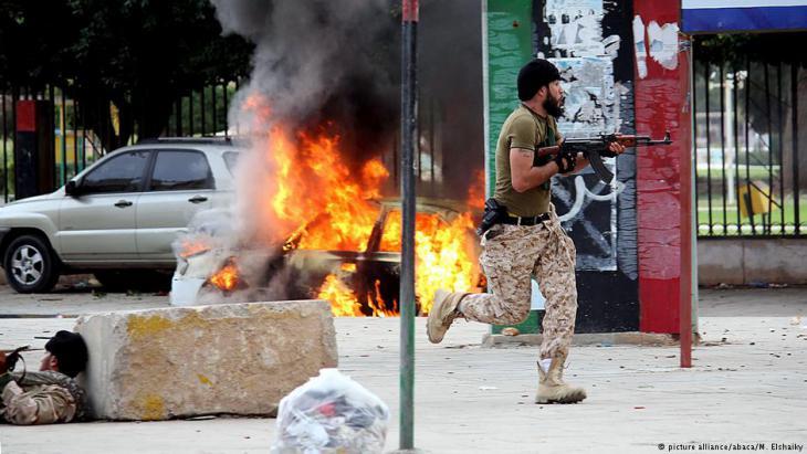 Islamistische Milizen bei Feuergefechten in Bengasi; Foto: dpa/picture-alliance