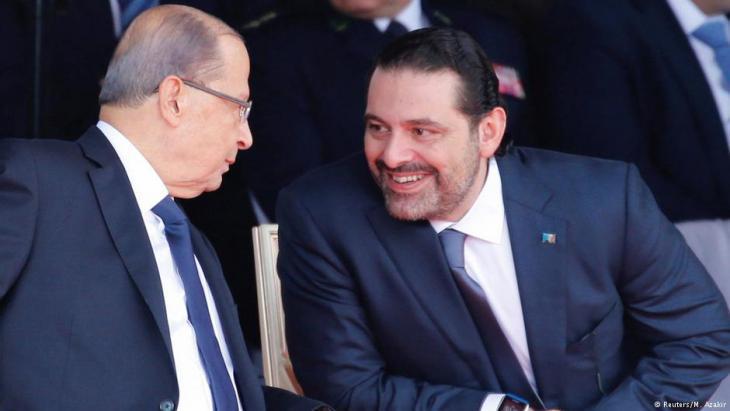Libanons Premier Saad Hariri im Gespräch mit Präsident Aun während einer Militärparade in Beirut im November 2017; Foto: Foto: Reuters/M. Azakir