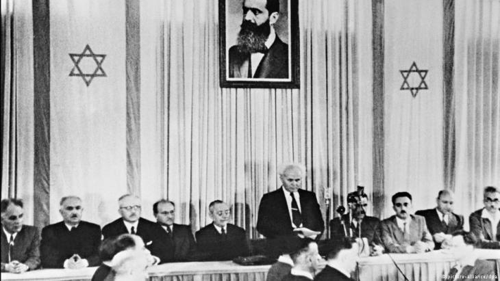 Der erste israelische Premierminister, David Ben-Gurion, verkündet am 14. Mai 1948 in Tel Aviv die Gründung des Staates Israel; Foto: picture-alliance/dpa