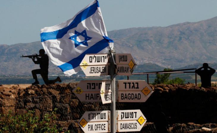 Hinweisschilder auf den von Israel anektierten Golanhöhen; Foto: AFP