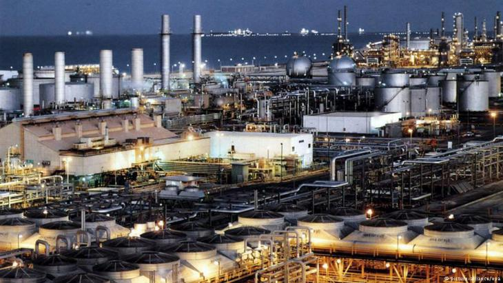 Erdölraffinerie im saudischen Dhahran; Foto: dpa/picture-alliance