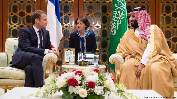 Frankreichs Präsident Macron am 7. November 2017 zu Besuch bei Mohamed bin Salman in Riad; Foto: picture-alliance/abaca
