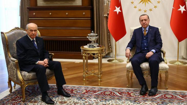 Der türkische Präsident Recep Tayyip Erdoğan mit dem MHP-Führer Devlet Bahçeli; Foto: DHA