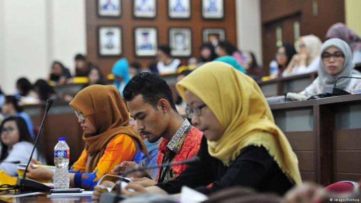 Studierende an der Universität Depok, West-Java; Foto: imago/Xinhua