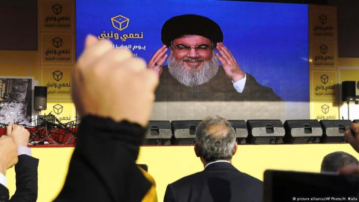 Hisbollah-Führer Hassan Nasrallah feiert den Sieg seiner Partei in der Parlamentswahlen im Mai 2018; Foto: picture-alliance/AP