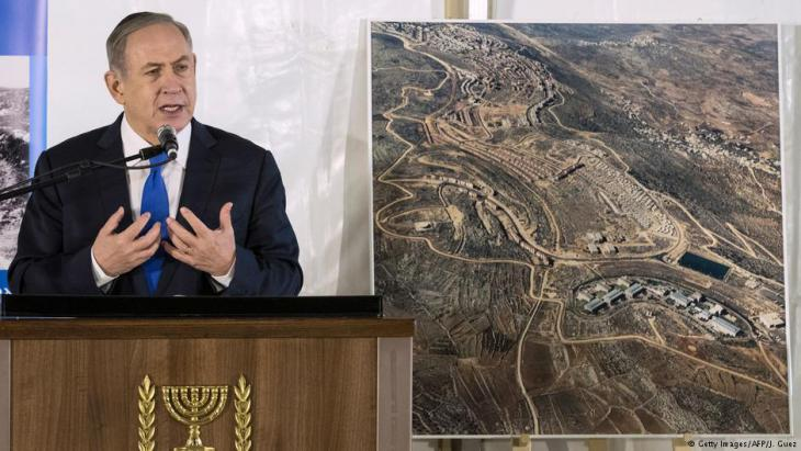 Israels Ministerpräsident Benjamin Netanjahu bei einer Rede am 2 Februar 2017 in Ariel; Foto: Getty Images/AFP/J. Guez