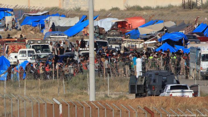 Flüchtlinge aus der Provinz Daraa an der jordanisch-syrischen Grenze; Foto: Xinhua/picture-alliance
