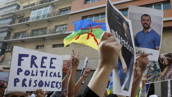 Proteste zur Freilassung Nasser Zefzafis in Casablanca; Foto: AP