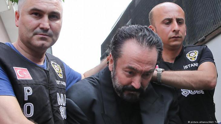 Verhaftung Adnan Oktars in Istanbul; Foto. picture-alliance/AA