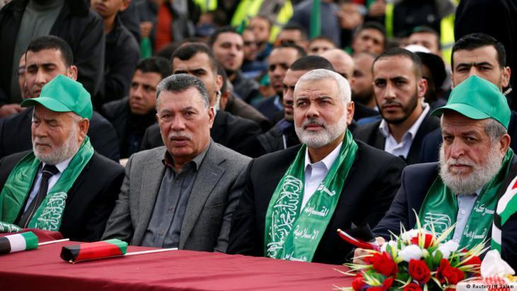 Versammlung von Hamas-Politikern (in der Mitte Hamas-Chef Ismail Haniyeh) am 14.12.2017 in Gaza; Foto: Reuters