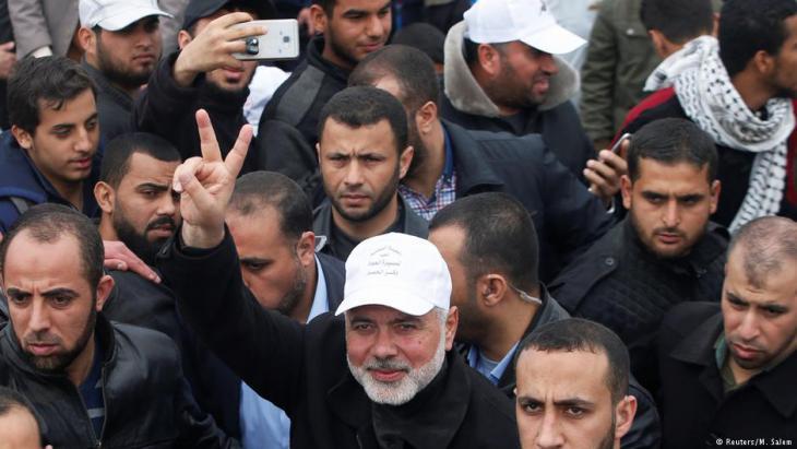 """Hamas-Führer Ismail Haniyeh wähend des """"Marschs der Rückkehr"""" am 30. März 2018 an der Grenze zum Gazastreifen; Foto: Reuters"""