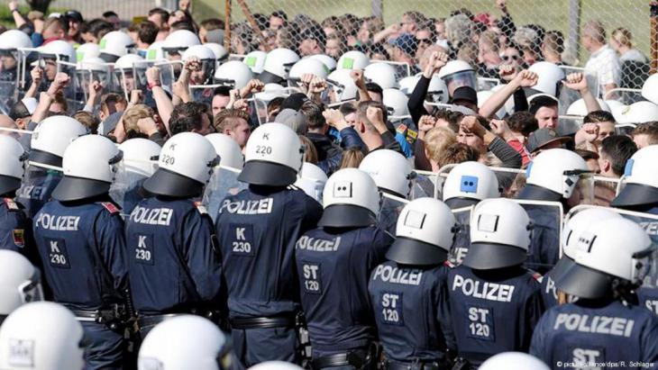 Ende Juni übte die österreichische Polizei die Abwehr von Migranten am Grenzübergang Spielfeld. Foto: Picture Alliance/dpa/R. Schlager
