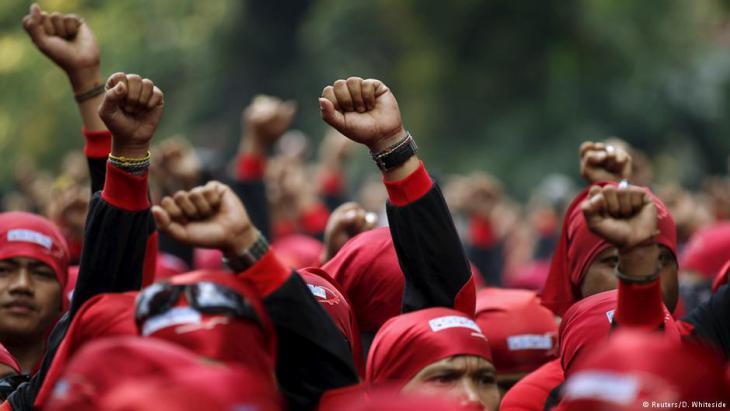 Proteste indonesischer Gewerkschaftsmitglieder gegen Sparmaßnahmen der Regierung; Foto: Reuters
