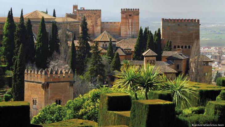 Blick auf die Alhambra de Granada; Foto: picture-alliance/Lou Avers