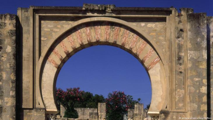 Die Medina Azhara, Bogen des Eingangstores zur Plaza des Armas bei Córdoba; Foto: picture-alliance